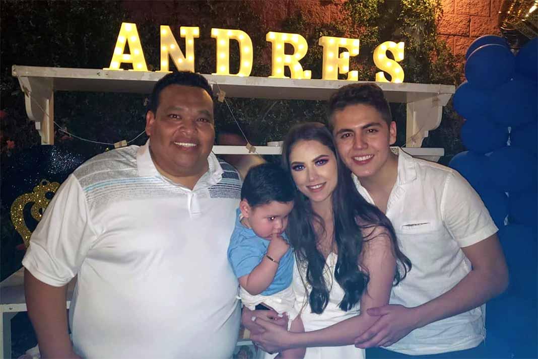 """Armando Celis """"Chocomiles"""" no podía faltar al festejo organizado por su compañero de banda"""