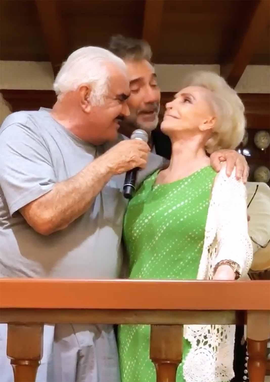 Alejandro Fernández se unió a las voces de su papá y su mamá