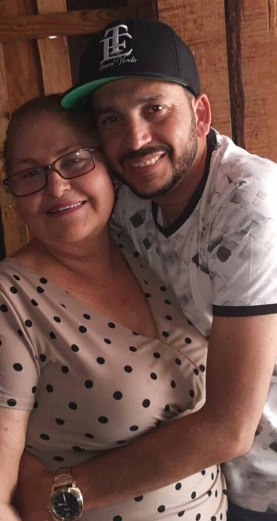 """La señora María Isidra Rivera es mamá de """"El Flaco"""" de Los Recoditos"""