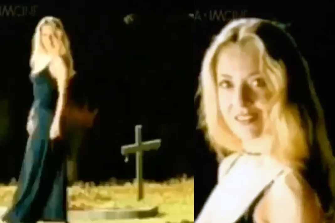 La actriz se muestra caminando en un panteón, saludando a unos borrachos que se refieren a ella como La Muerte