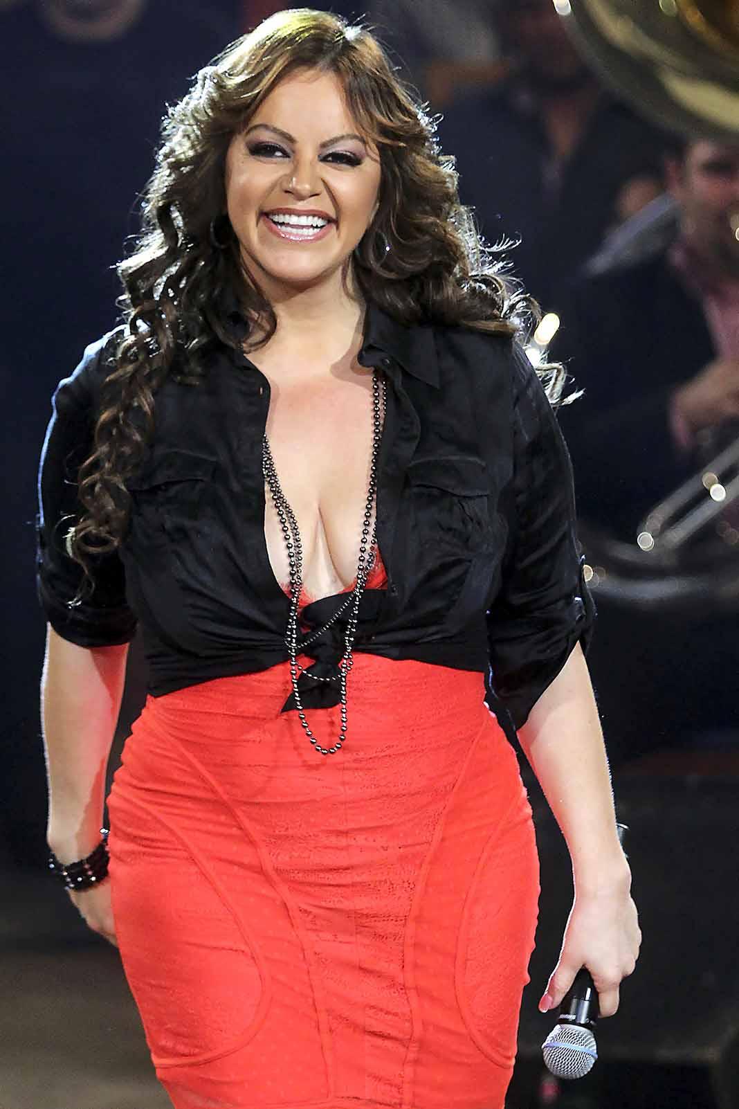 """El tema """"Aparentemente Bien"""", de Jenni Rivera, fue lanzado en video el 2 de julio"""