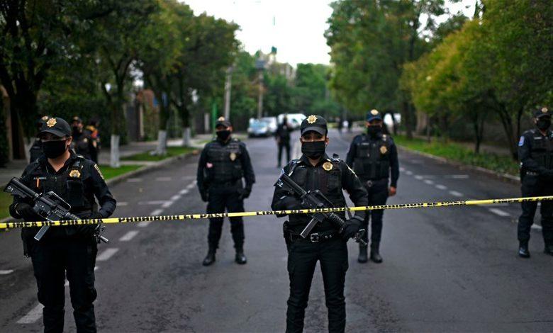"""""""مأساة"""" بالمكسيك .. مقابر سرية وجثث لمراهقين"""