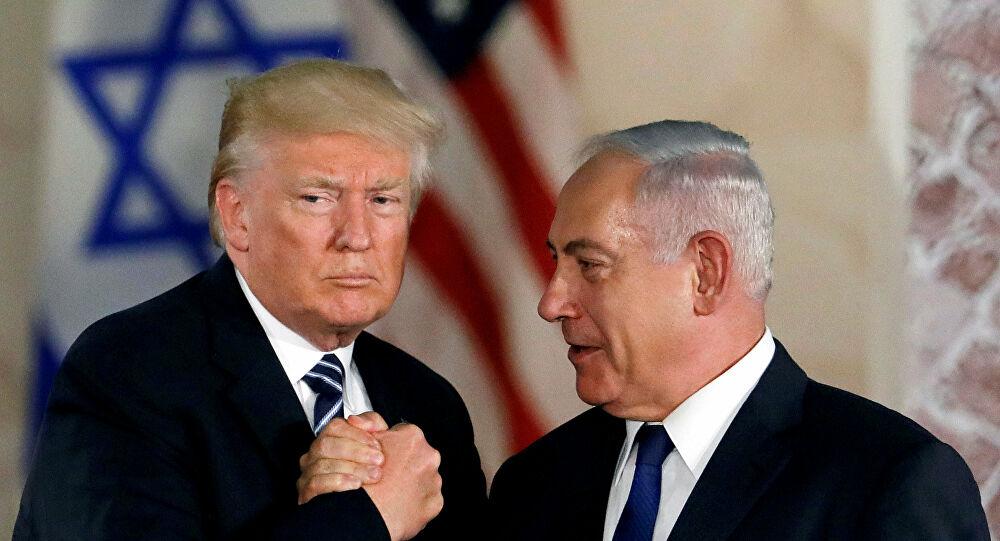 """""""نتنياهو وترامب توأمٌ سياميٌّ"""".. مُحلّل إسرائيليّ: نتنياهو استلهم من مُعلّمه ترامب أفكاره حول نظرية المؤامرة وكره الخصوم واحتقارهم وسرقة الانتخابات وبات ترامب أكثر من ترامب"""