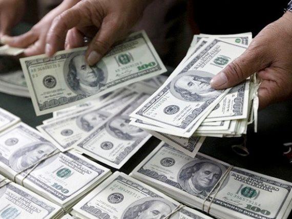 الدولار يتراجع مع اقتراب بايدن من البيت الأبيض