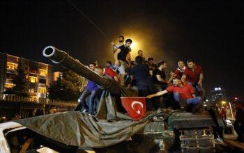المجهر الدولية - انقرة- (أ ف ب) – يصدر القضاء التركي الخميس أحكامه التي قد تصل إلى السجن مدى الحياة، على مئات المشتبه بهم بتهمة التورط