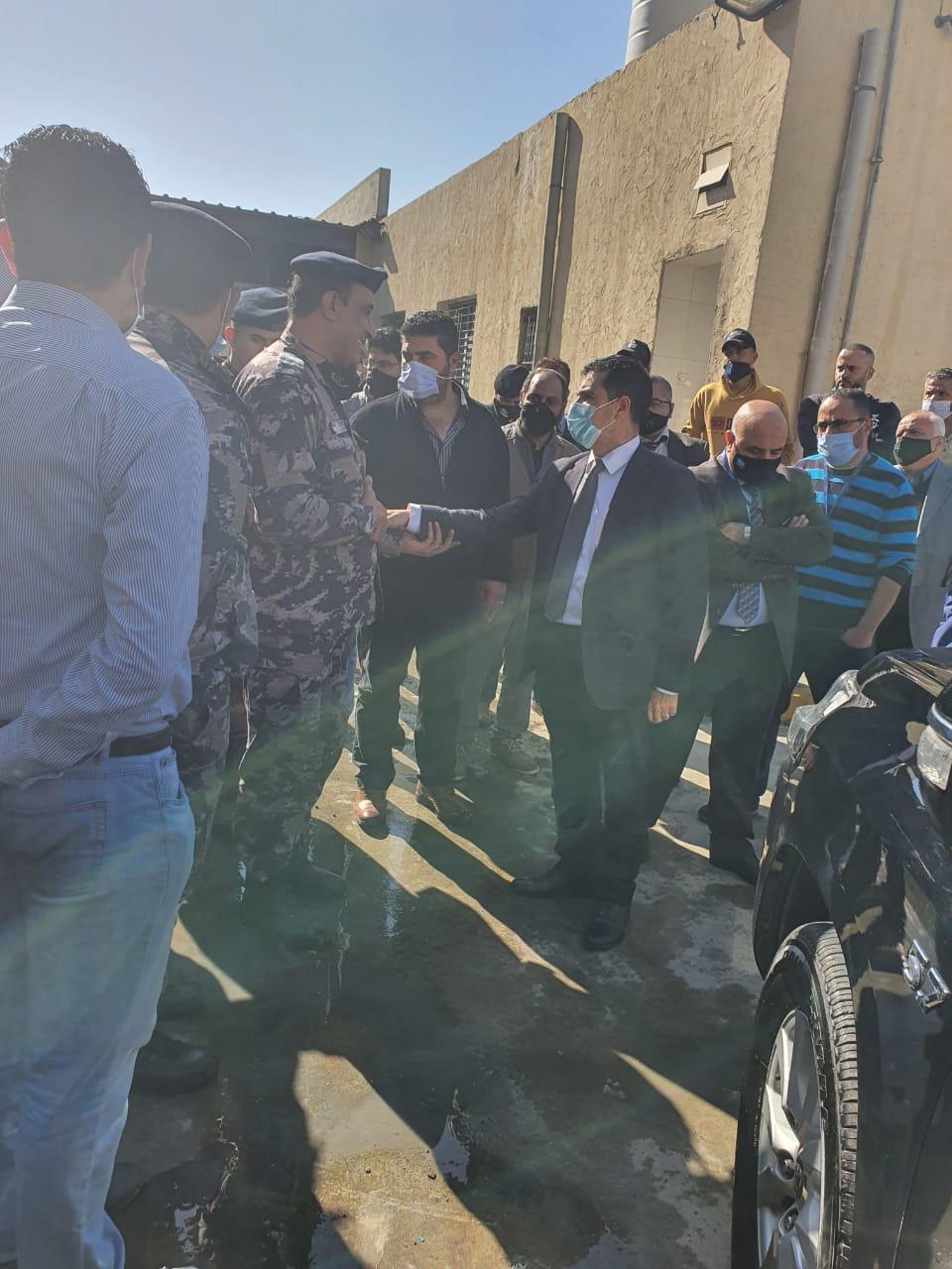 وزير المياه والري يتفقد موقع حريق مستودع العدادات ويوعز باجراءات فاعلة للتعامل مع مسرعات الاشتعال
