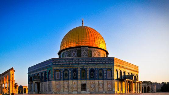 مع تصاعد الاقتحامات والانتهاكات تحذير جديد من مخططٍ إسرائيليٍّ بدعمٍ من المسيحيين-الإنجيليين لتحويل الأقصى إلى مركزٍ دينيٍّ يهوديٍّ