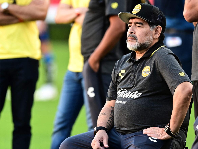 رحيل أسطورة كرة القدم العالمية مارادونا بسكتة قلبية مباغتة.. صدمة في الوسط الرياضي في العالم والحزن غالب