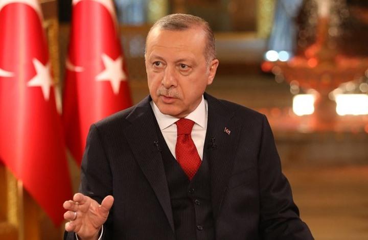 """لماذا """"يتردّد"""" الاتّحاد الأوروبي في فرض حرب اقتصاديّة شاملة على تركيا كردٍّ على سِياساتها """"العُدوانيّة"""" في شرق المتوسّط؟ وما هي أوراق الضّغط التي يملكها الرئيس أردوغان ويخشاها الاتّحاد؟ وهل اللّجوء إلى الخِيار القومي التّركماني هو الحل؟"""