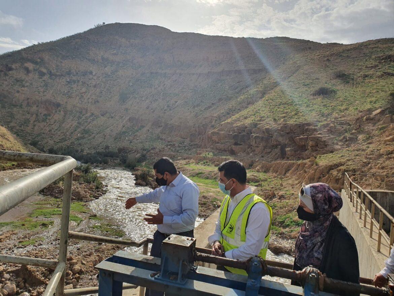 وزير المياه والري يتفقد اعمال تنظيف محطة تلال الذهب لتزويد مياه الري