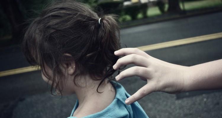 اختطاف طفلة وتشويه وجهها لرفض والدها تزويج ابنته لشاب في الرمثا