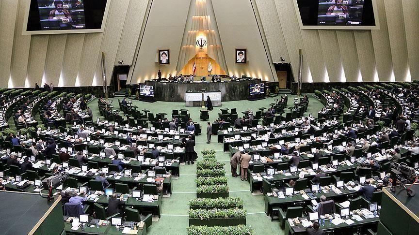 """البرلمان الإيراني يُصادق نهائيًا على قانون يُلزم الحكومة برفع تخصيب اليورانيوم حتى 20% وإعادة العمل بمفاعل """"أراك"""""""