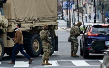 المجهر الدولية - واشنطن-(رويترز) – الأناضول- واصلت العاصمة الأمريكية واشنطن يوم الجمعة تعزيز إجراءاتها الأمنية بإغلاق منافذ دخول