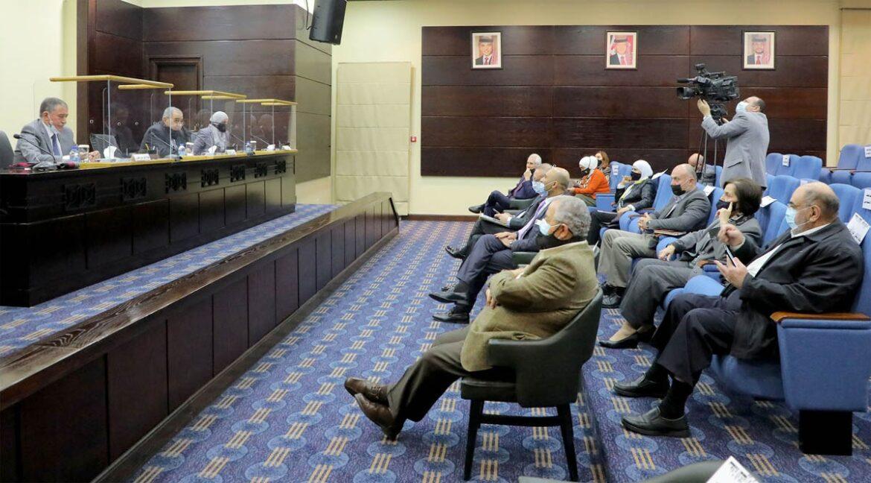 لجنة الصحة والبيئة والسكان في مجلس الأعيان تستضيف مدير عام مستشفى الجامعة