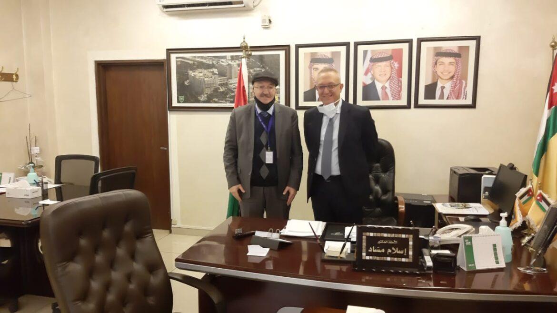 مساعد أمين عام وزارة الصحة يتفقد سير عملية التطعيم في مستشفى الجامعة الأردنية