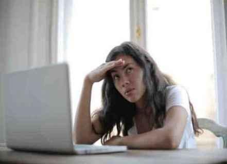فاينانشال تايمز: أزمات صحية موازية لوباء كوفيد.. والصحة العقلية على رأسها