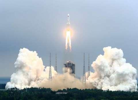"""بعد جدل كبير.. أحدث التنبؤات تُحدد """"موعد ومكان"""" سقوط الصاروخ الصيني """"الشارد"""" على سطح الأرض والحطام يدخل الغلاف الجوي في وقت مبكر الأحد."""