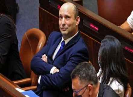 """بأمر من إدارة بايدن.. رئيس الحكومة الإسرائيلية يُجمد بشكل مفاجئ البناء الاستيطاني بالضفة وصحيفة عبرية تعتبره """"استسلامًا"""""""