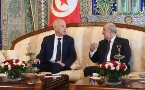 الرئيس الجزائري يهنئ نظيره التونسي بتنصيب حكومة جديدة ويؤكد ان تعزيز التعاون الثنائي سيشكل محور أجندة زيارته المرتقبة إلى تونس
