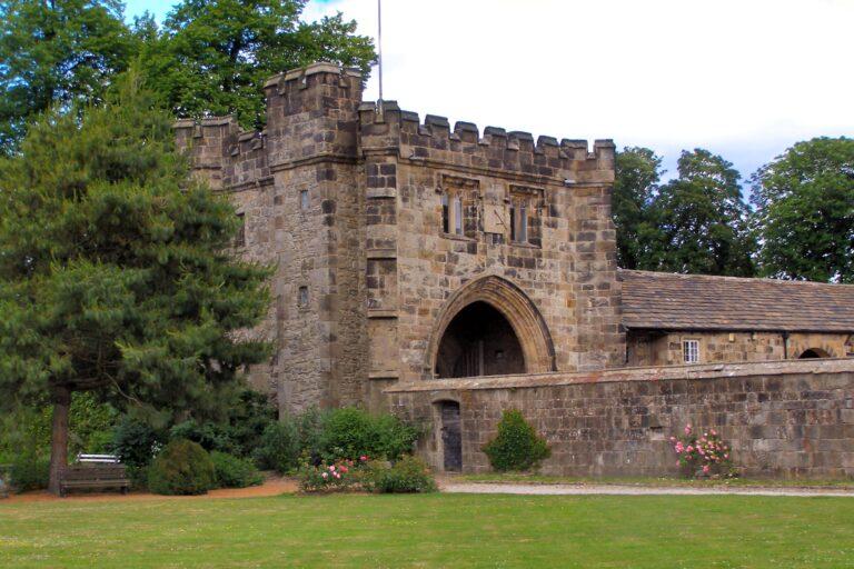 Whalley Abbey - North East Gatehouse - David Dixon / CC BY-SA 2.0, via Wikimedia Commons