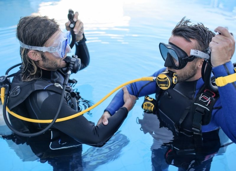 carrera de instructor de buceo