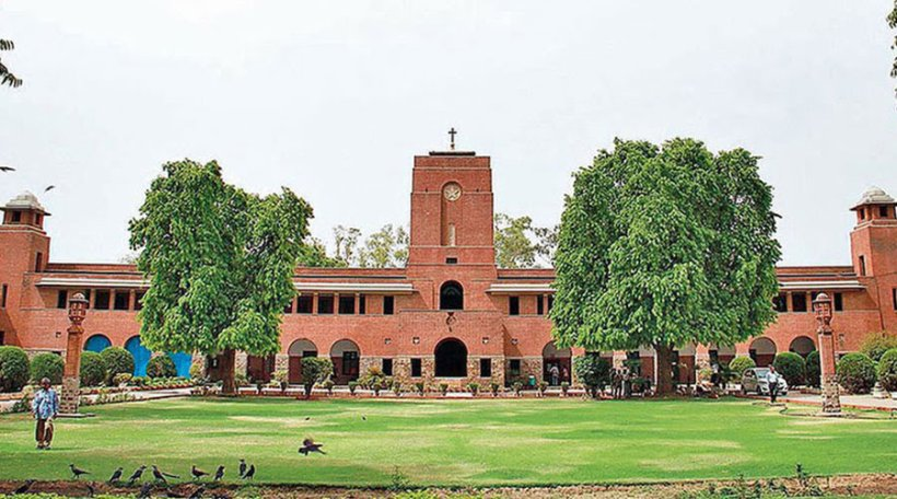 To place on record it's policy on retention of answer scripts of students : Delhi High court asks to DU