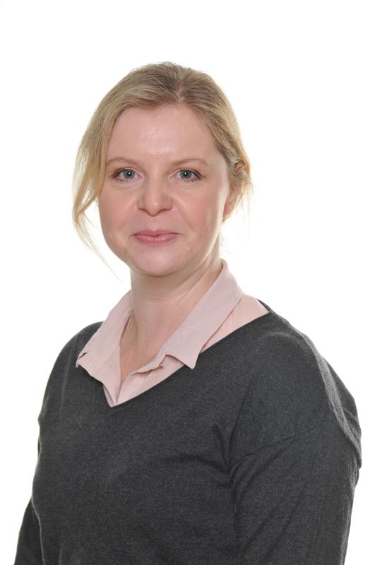 Mrs Andrea Cooper