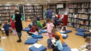 פעילות לילדים ולהורים בספריית הילדים הנמצאת במפלס הראשון של הספרייה