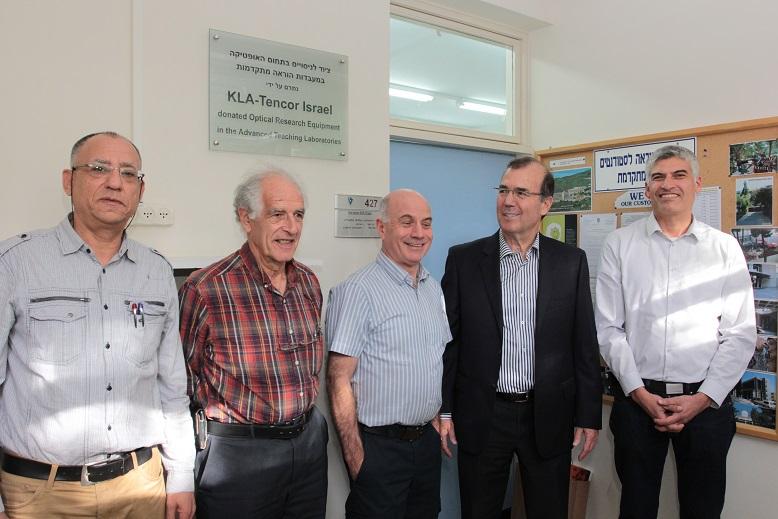 """מימין לשמאל : ד""""ר אמנון מנסן, ד""""ר עמי אפלבום, פרופ' דודי גרשוני, פרופ' אמריטוס סטיב ליפסון ופרופ' נועם סוקר"""