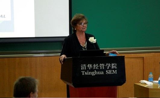 """ד""""ר דברה אמידון מרצה לפני שנה בכנס בסין"""