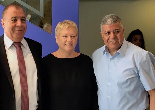 מימין: איציק דנינו, ראש העיר אופקים, רבקה אמיר וד״ר חיים אמיר, מנכ״ל אסנס.