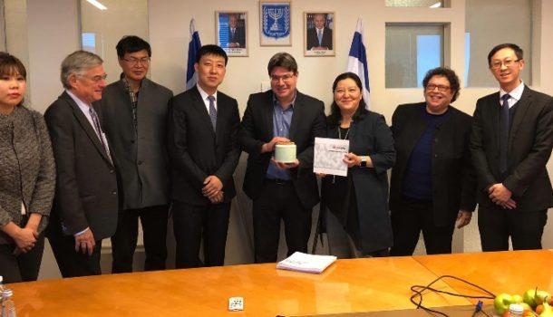 אורחי המכון הישראלי לערים חכמות מסין נפגשו עם שר המדע והטכנולוגיה אופיר אקוניס