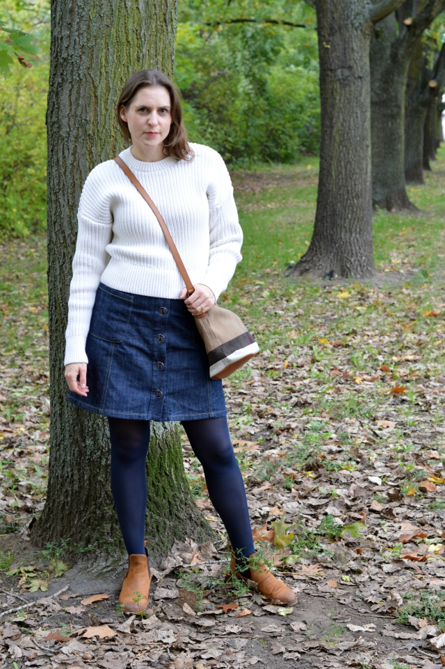 Fall Outfit - Me-Made Denim Skirt Pattern 1B Burda Easy FS 2016, & Other Stories Sweater, Burberry Ashby Small Bag, Chelsea Boots ... Sewionista.com ... Sewing ... Slow Fashion ... DIY