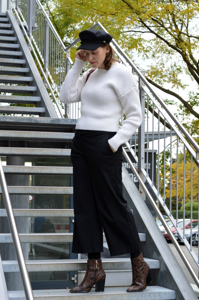 Fall Outfit - me-made culottes pattern no. 6 Fashionstyle/Knipmode March 2016, & Other Stories sweater, PB 0110 bucket bag, baker boy cap, snakeskin booties ... Sewionista.com ... Sewing ... Slow Fashion ... DIY