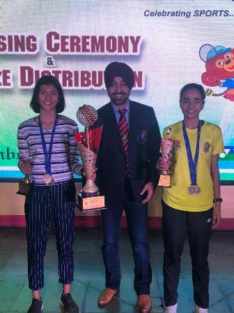 CBSE badminton national championship 2019-20सीबीएसई नेशनल बैडमिंटन चैंपियनशिप जेपी पब्लिक स्कूल ग्रेटर नोएडा की छात्राओं ने क्लीन स्वेप करते हुए सभी वर्गों में स्वर्ण पदक पर कब्जा जमाया।