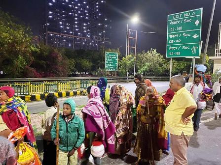 कोरोना वायरस के चलते लोग दिल्ली एनसीआर से कर रहे हैं पलायन
