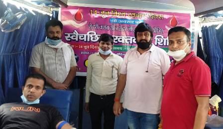 विश्व रक्तदान दिवस पर रोटरी क्लब ग्रेनो ने व्यापार मंडल कासना के सहयोग से लगाया रक्तदान शिविर