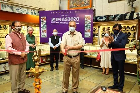SHRI RAVI K. PASSI, CHAIRMAN – EPCH is cutting the ribbon. Seen with Mr. Vinit Bhatia, President of the IFJAS, Ms. Nupur Batra, Vice President of IFJAS, Ms. Christian Rai, President, Buying Agents Association, Shri Rakesh Kumar, Director General – EPCH, Shri R.K. Verma, Executive Director – EPCH