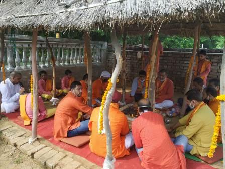 अयोध्या में श्रीराम लगा मंदिर का हुआ शिलान्यास,शहर के मंदिरों ने चला पूजन अर्चन