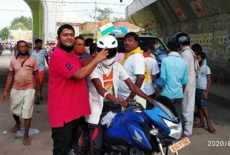 हेलमेट मैन राघवेन्द्र ने स्वतंत्रता दिवस के शुभ अवसर पर भारत सड़क दुर्घटना मुक्त संकल्प का किया शुभारंभ