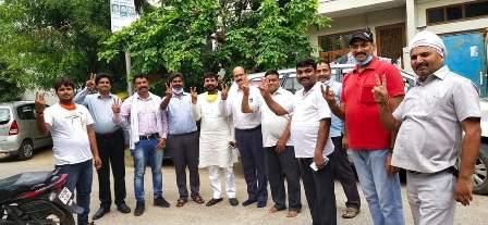 सपा एमएलसी प्रत्याशी धर्मेन्द्र कुमार शिक्षकों से मिलकर किया समर्थन की अपील