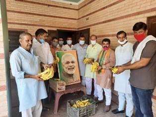 भाजपा ने मोदी का 70 वें जन्मदिन मायावती के पैतृक गांव के बरात घर में मनाया