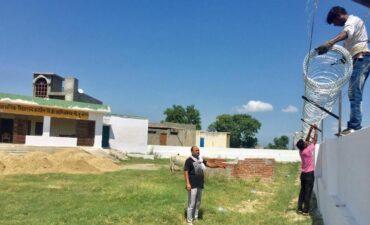 कठेहरा गांव के प्राथमिक विद्यालय में काम शुरु ,जिला प्रशासन ने कुछ दिन पहले किया था दौरा