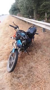 अज्ञात वाहन की टक्कर से बाइक सवार घायल: