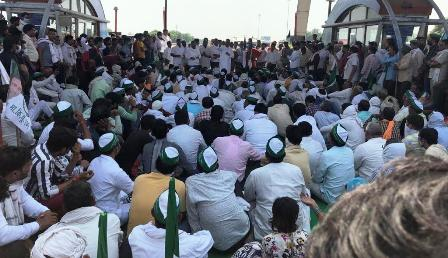 भारतीय किसान यूनियन अंबावता के नेतृत्व में किसानों ने किया हल्ला बोल प्रदर्शन