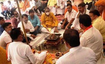 श्रीरामलीला कमेटी ने मोक्षधाम में भगवान शंकर की प्रतिमा स्थापना के लिए किया भूमि पूजन