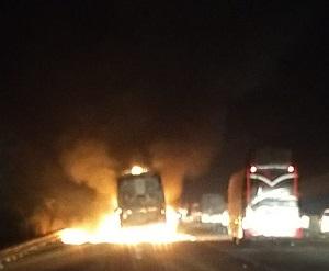 डबल डेकर बस में लगी आग, यात्री सुरक्षित: