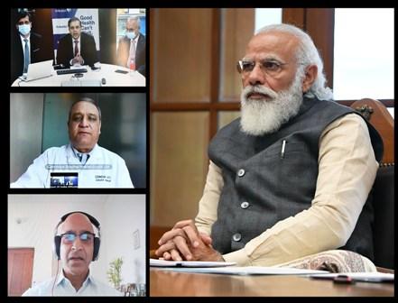 प्रधानमंत्री ने कोविड-19 वैक्सीन के विकास और निर्माण पर काम करने वाली तीन टीमों से बातचीत की