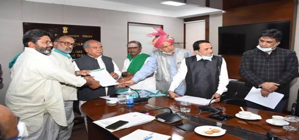 अखिल भारतीय किसान समन्वय समिति के सदस्यों ने कृषि मंत्री को दिया समर्थन