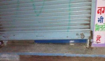 चोरों ने शटर का ताला तोड दुकान से लाखों के आभूषण किया चोरी